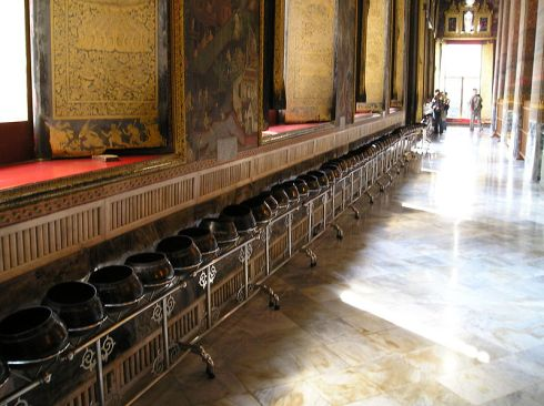 108 bowls at Wat Pho